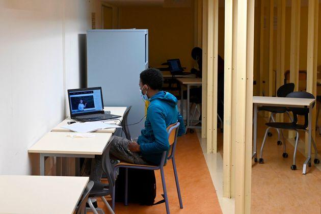 Des étudiants travaillent dans une salle de l'université Aix-Marseille à Marseille,...