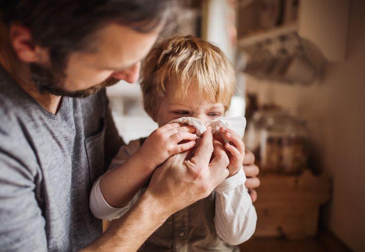 Au Canada, dans les familles où un seul parent travaille, c'est le père qui reste à la maison dans 10% des cas, selon Statistique Canada. En 1976, à peine un parent au foyer sur 70 était un homme.