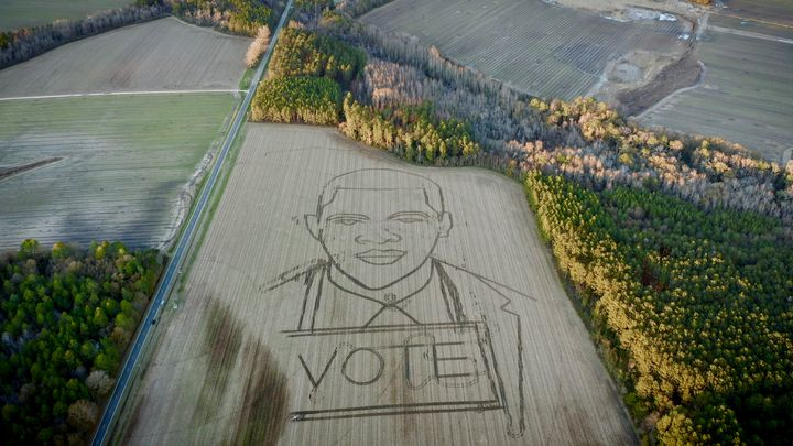 """Forty-acre crop art depicting late Rep. <a href=""""https://www.huffpost.com/topic/john-lewis"""" target=""""_blank"""">John Lewis</a>&nb"""