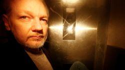 Julian Assange maintenu en prison par la justice