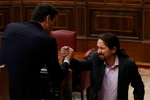 Iglesias y Sánchez, durante el debate de