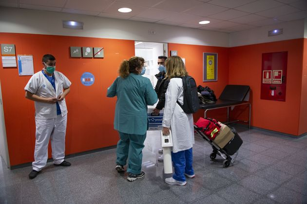 Trabajadores sanitarios en un centro de Atención Primaria en Barcelona, el 5 de