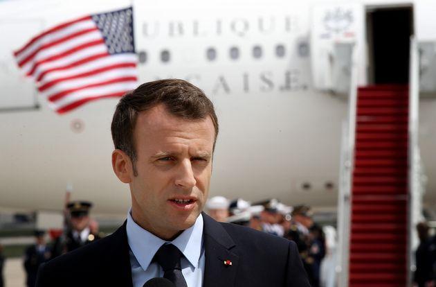 Le président Emmanuel Macron lors de son arrivée à la base aérienne d'Andrews dans le Maryland aux États-Unis,...