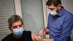 Cymes, Kahn... Ces célèbres médecins se sont faits vacciner pour