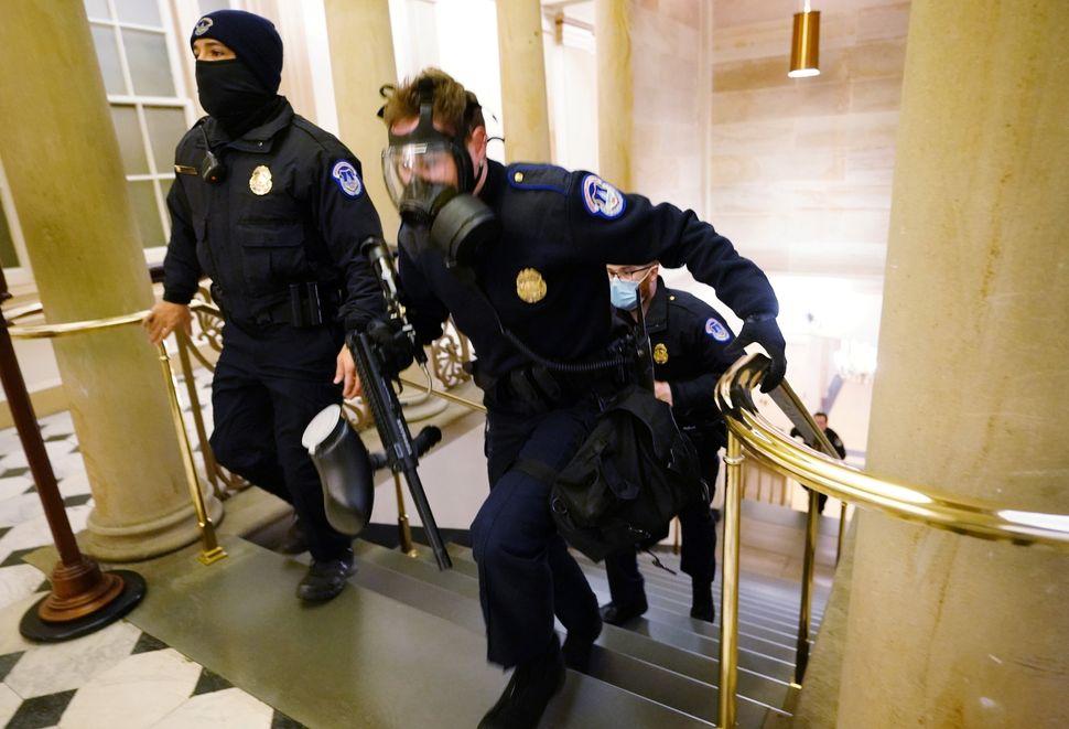 [화보] 트럼프 지지자들의 의사당 난입 순간을 담은 초현실적