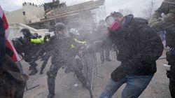 トランプ支持者が議事堂に侵入し暴動。4人が死亡し52人が逮捕される