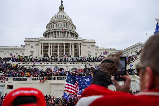 ワシントンDCの議事堂前。トランプ支持者たちが集まりごった返した。