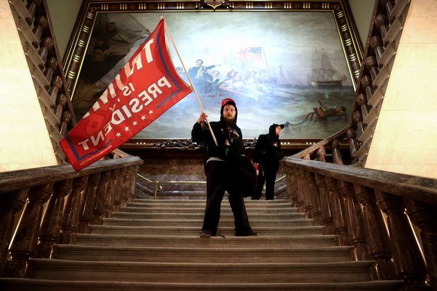 議事堂内に乱入したトランプ支持者