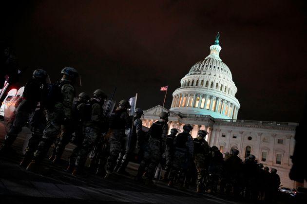 Miembros de la Guardia Nacional estadounidense desplegados en el