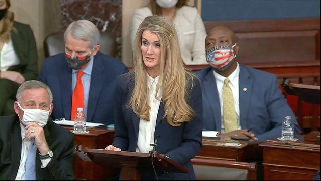 Η γερουσιαστής Κέλι...