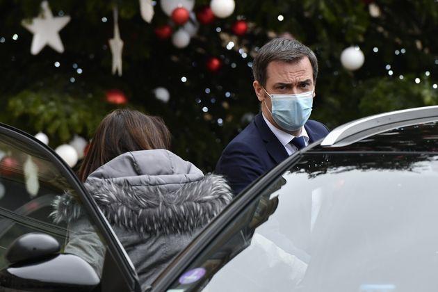 Le ministre Olivier Véran quittant l'Élysée mercredi 6 janvier