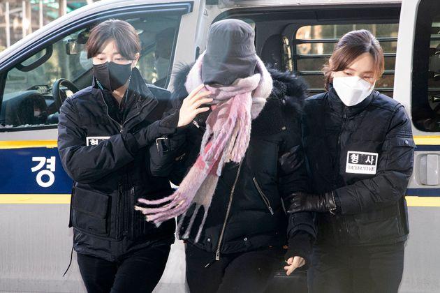 황하나씨가 7일 오전 서울 마포구 서울서부지방법원에서 열린 구속 전 피의자심문(영장실질심사)에 출석하고 있다.