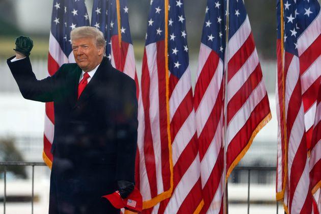 El presidente de los Estados Unidos, Donald Trump, en la manifestación en la que animó a sus seguidores...