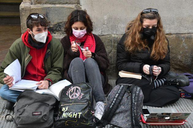 07/01/2021 Firenze, protesta davanti al liceo Galilei di studenti e insegnanti, per la priorità alla...