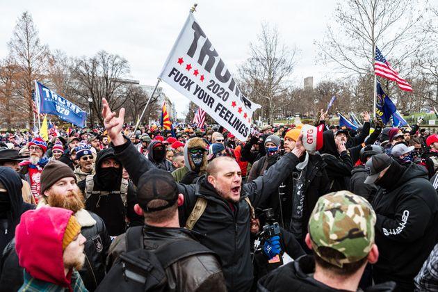 Manifestantes pro-Trump, frente al Capitolio el pasado 6 de enero, antes de irrumpir por la fuerza en...
