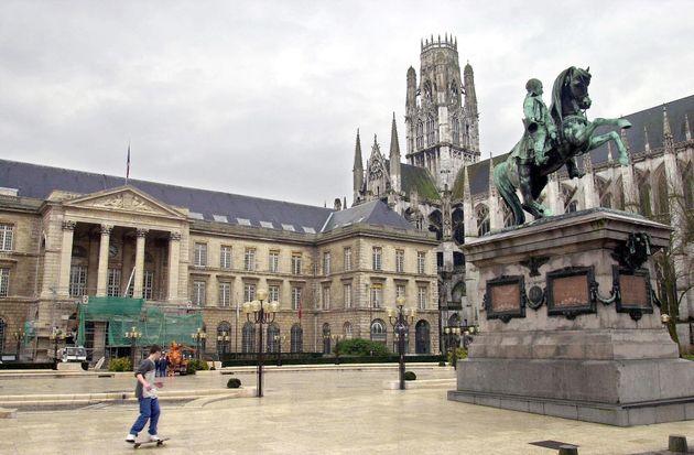 À Rouen, la mairie écologiste veut lancer une consultation pour déplacer et remplacer la statue de Napoléon...