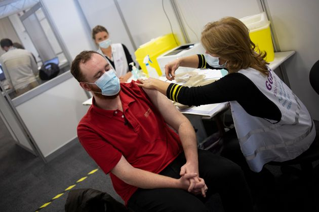 EMA: Σύσταση για χρήση μιας επιπλέον δόσης ανά φιαλίδιο του εμβολίου των