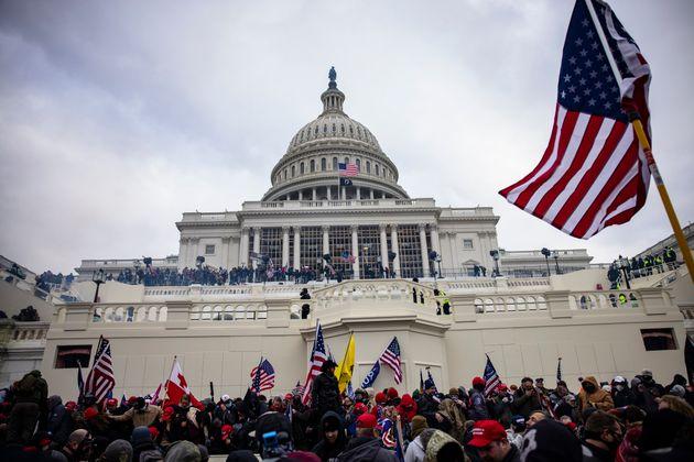 Assalto al Congresso, non saranno gli untorelli trumpiani a spiantare