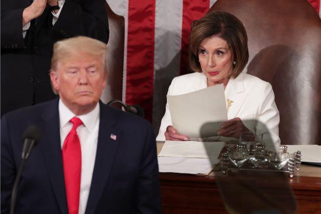 Alors que Donald Trump n'a toujours officiellement admis sa défaite, Nancy Pelosi souhaite que...