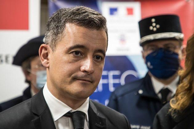 Darmanin suspend un commissaire après une carte de voeux ironique sur les violences policières...