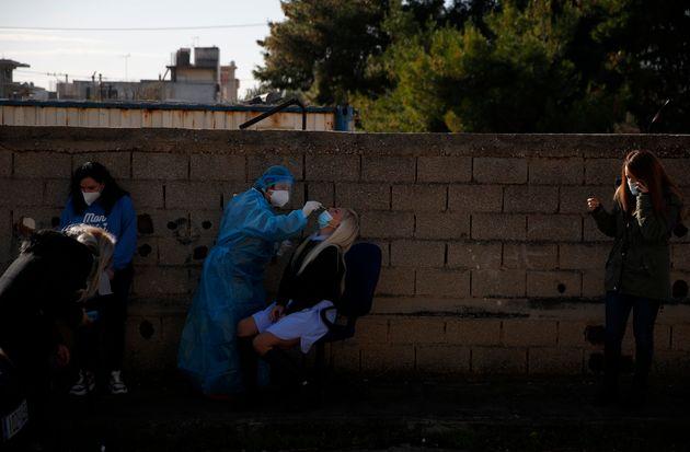 Κορονοϊός: 800 νέα κρούσματα και 32 θάνατοι το τελευταίο 24ωρο στην χώρα