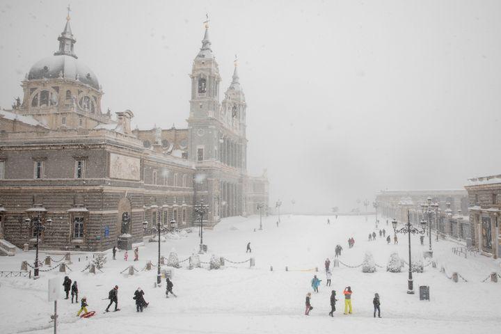 Alrededores de la catedral de La Almudena el sábado 9 de enero