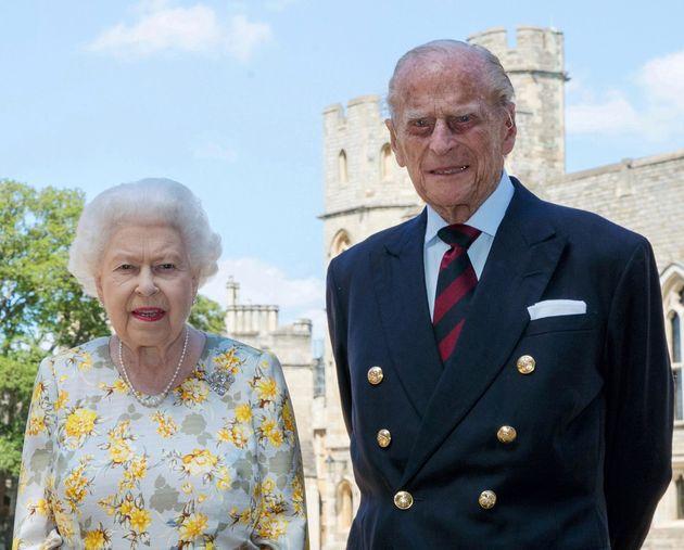 Εμβολιάστηκαν η βασίλισσα Ελισάβετ και ο πρίγκιπας