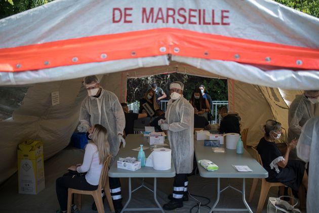Un cluster de 21 personnes porteuses du variant britannique du Covid-19 découvert à Marseille...