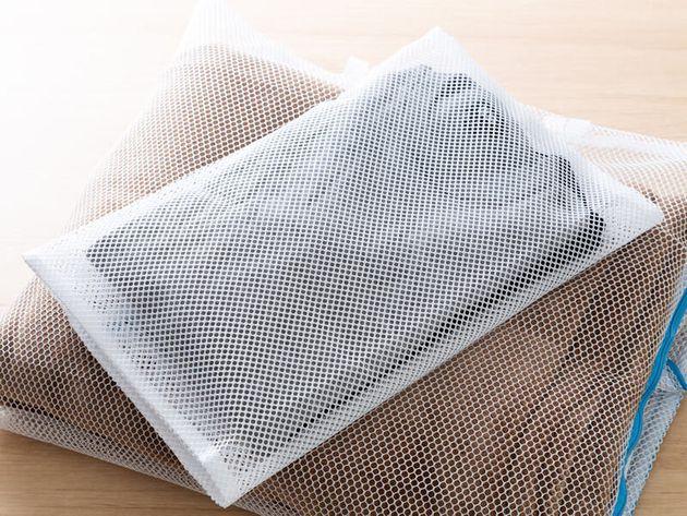 失敗したくないセーターの洗濯...。汚れをきちんと落とし、形崩れや毛玉を防ぐコツとは
