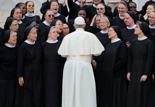 Il finto passo avanti del Papa sulle donne nella
