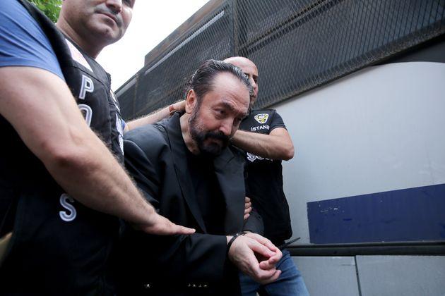 Τουρκία: Σε κάθειρξη άνω των 1.000 ετών καταδικάστηκε ο ισλαμιστής τηλε-ιεροκήρυκας Αντνάν