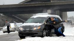 Qué hacer si atraviesas una placa de hielo con el coche: solo dos cosas pero