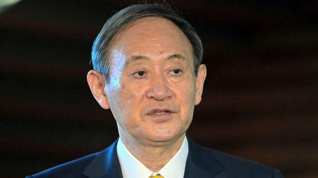 記者団の質問に答える菅義偉首相=2021年1月8日午前8時53分、首相官邸、恵原弘太郎撮影