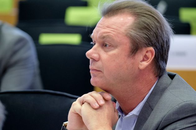 L'eurodéputé RN Jérôme Rivière photographié au Parlement européen
