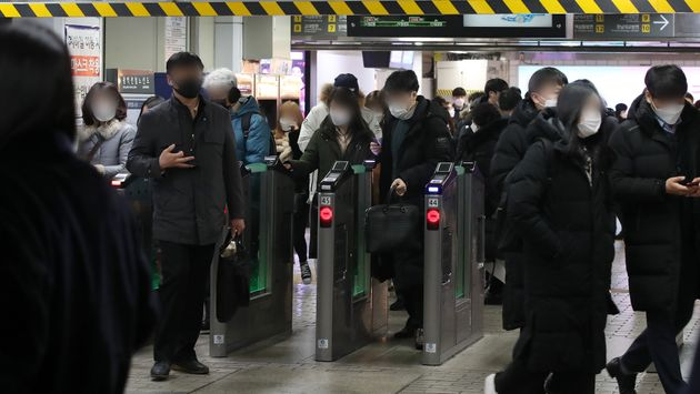 On the afternoon of the 12th, citizens use the subway at Gangnam Station in Seocho-gu, Seoul.