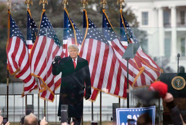 Donald Trump se dirige a sus seguidores el 6 de enero de 2021, momentos antes del