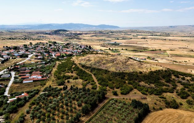 Λόφος ΒΑ του σύγχρονου οικισμού των Άνω Αποστόλων. Στη θέση αυτή τοποθετείται η αρχαία πόλη της
