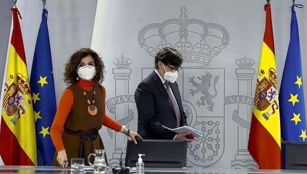 Los ministros María Jesús Montero y Salvador Illa, este martes 12 de