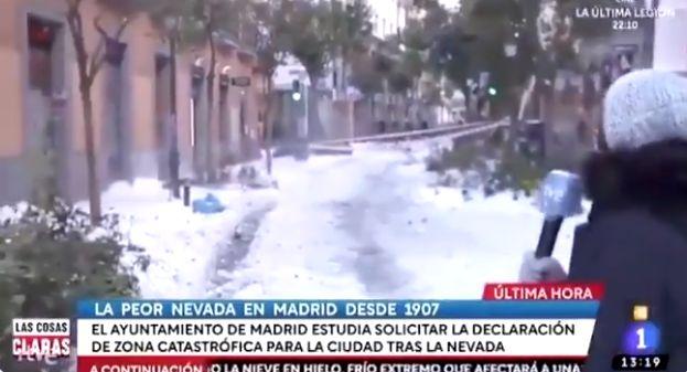 Reportera informa en pleno directo sobre la nieve en