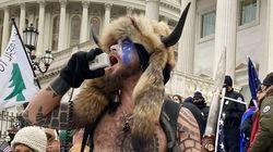 L'émeutier du Capitole avec des cornes réclame des aliments bio en