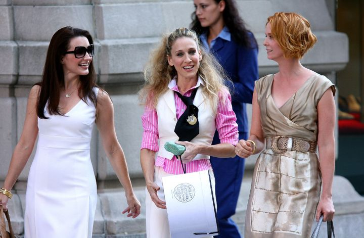 """Kristin Davis, Sarah Jessica Parker and Cynthia Nixon on the set of """"Sex and the City: The Movie"""" in 2007."""