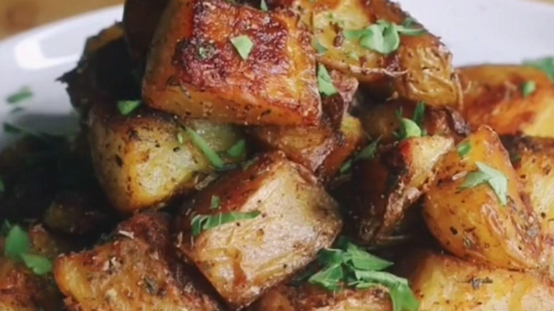 El truco viral para hacer patatas crujientes al horno