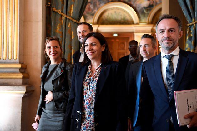 La maire de Paris Anne Hidalgo, entourée de Léa Filoche, David Belliard, Ian Brossat, et...