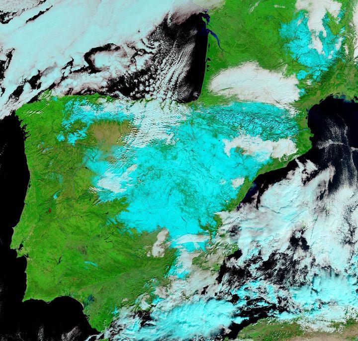Imagen de satélite del 11 de enero que muestra la cubierta de nieve dejada por la borrasca Filomena en la Península.