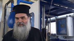 Ιερέας στο Αγρίνιο: Με την ίδια λαβίδα κοινώνησα εγώ και ασθενείς με