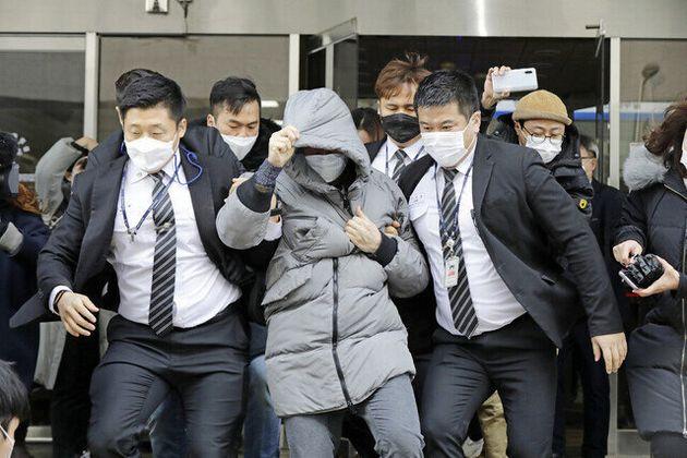 13일 오전 서울 양천구 서울남부지법에서 양부 안아무개씨가 재판을 마치고 나오고