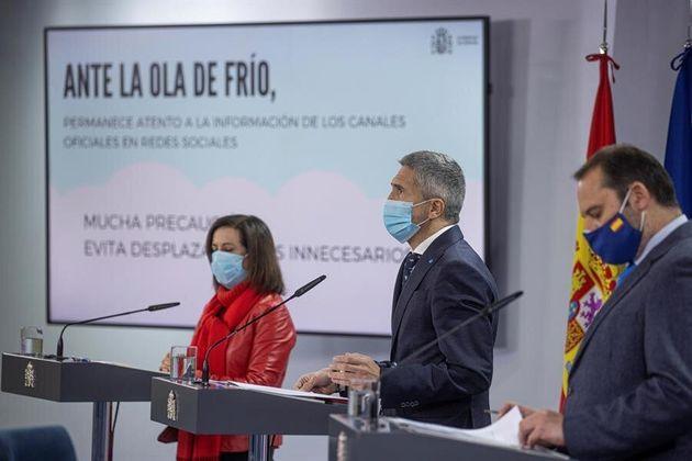 El ministro del Interior, Fernando Grande Marlaska (centro) junto con la ministra de Defensa, Margarita...