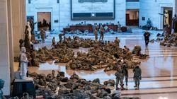 D'incroyables photos montrent les troupes de la garde nationale qui dorment au