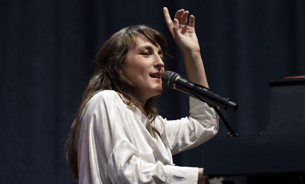 Juliette Armanet, ici au mois de juillet 2018, figure parmi les têtes d'affiche du concert de Radio