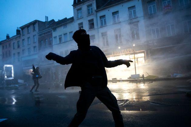 Επεισόδια στις Βρυξέλλες, σε διαδήλωση για τον θάνατο νεαρού κατά τη διάρκεια αστυνομικού